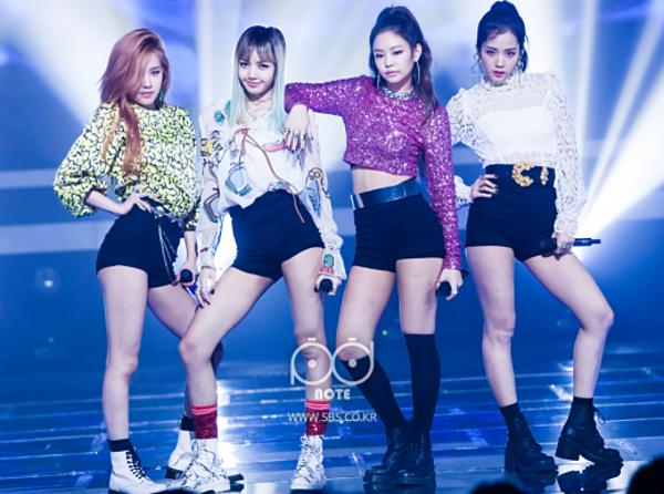 Black Pink giành được chiến thắng đầu tiên trên sân khấu Inkigayo ngày 21/8/2016 với ca khúc Whistle. Khi đó, girlgroup nhà YG mới chỉ là tân binh có tuổi nghề... 13 ngày.
