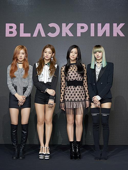 Ngày 8/8/2016, Black Pink chính thức chào sân Kpop với showcase debut. 4 thành viên của nhóm bao gồm Rosé (1997), Jennie (1996), Ji Soo (1995), Lisa (1997). Black Pink là nhóm nhạc duy nhất trong lịch sử không có trưởng nhóm.