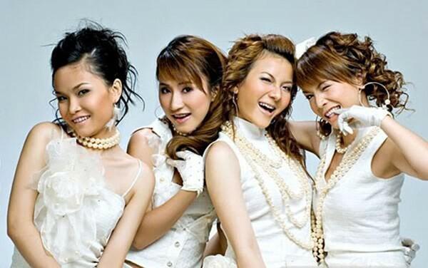 Mây Trắng là nhóm nhạc được thành lập năm 2000. Đội hình ban đầu của nhóm gồm Ngọc Châu, Yến Trang, Thu Thủy, Anh Thúy và Thu Ngọc. Sau nhiều lần thay đổi đội hình, tính cả những người đã rời nhóm, Mây Trắng có 11 thành viên. Hiện tại, Mây Trắng không có nhiều hoạt động. Những giọng ca chủ chốt trước kia của Mây Trắng hầu hết đã lập gia đình. Tuy nhiên, họ gặp nhiều trắc trở trong chuyện hôn nhân, tình cảm.