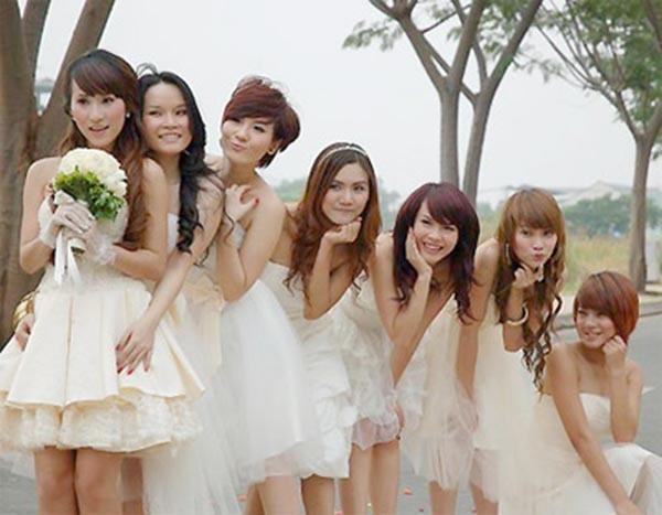 Ngọc Châu làm đám cưới năm 2008 cùng chú rể Hữu Trí - một người bạn của Thu Ngọc. Bộ ảnh cưới của cô có sự góp mặt của các thành viên Mây Trắng. Tuy nhiên, cô ly hôn không lâu sau đó.