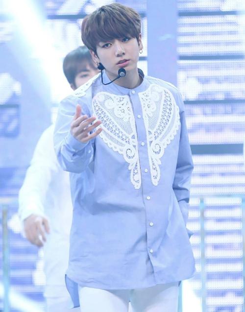 Jung Kook (BTS) - mỹ nam mê sơ mi điệu đà - 3