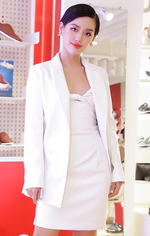 Đồng Ánh Quỳnh - Khánh Linh đọ phong cách ngọt ngào - 3