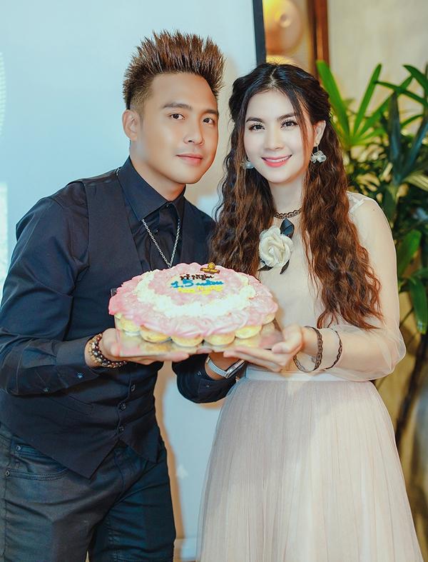 """<p> Cuối tuần, Kha Ly tổ chức bữa tiệc chào đón những đồng nghiệp, bạn bè, người thân đến chia vui khi lên ngôi Quán quân cuộc thi """"Tình bolero 2019"""".</p>"""