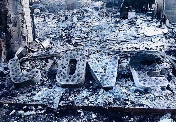 Tháng 11/2018: Căn nhà của Miley và Liam tại Malibu bị cháy rụi sau thảm họa cháy rừng lịch sử ở California.