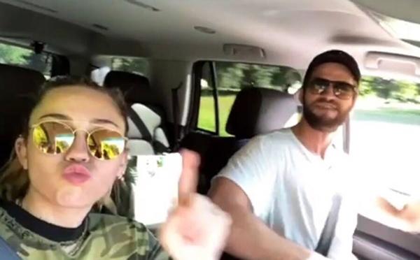 Tháng 7/2018: Cặp đôi lại vướng tin đồn rạn nứt. Ngay sau đó, Liam Hemsworth đăng tải một video hài hước của anh và vị hôn thê lên Instagram để chứng minh mọi chuyện vẫn tốt đẹp.