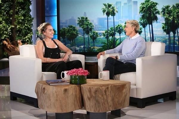 Tháng 10/2016: Miley lần đầu xác nhận cô đã tái đính hôn với Liam trên chương trình  Ellen DeGeneres Show.