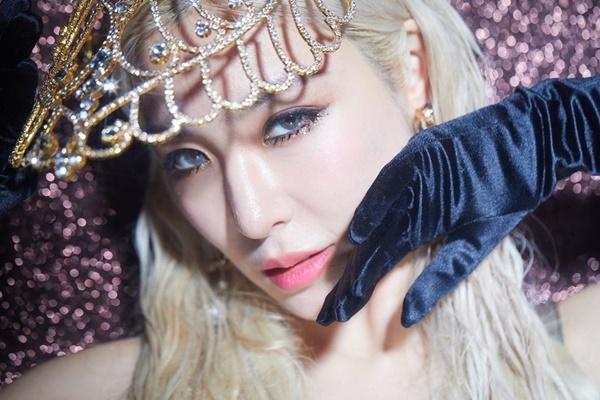 Tiffany có tạo hình như nữ hoàng trong teaser quảng bá nhạc phẩm mới.