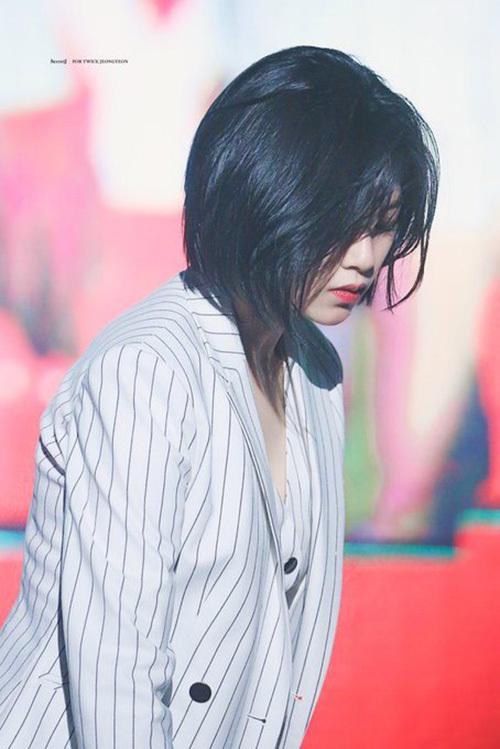 Tạo hình mới của Jeong Yeon nhận được nhiều sự quan tâm trên các diễn đàn Kpop. Thành viên Twice dù để style tóc nào cũng vô cùng ấn tượng.