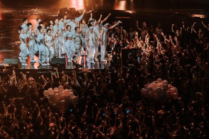 <p> Sau TP HCM, Đà Nẵng, fan Hà Nội được Sơn Tùng M-TP chiêu đãi bữa tiệc âm nhạc hoành tráng không thua kém. Hàng nghìn fan lấp đầy Cung Thể thao Điền kinh Mỹ Đình với bầu không khí tưng bừng.</p>