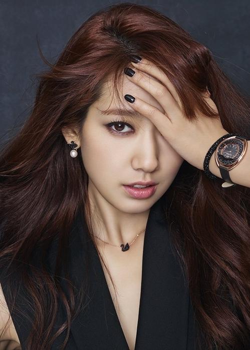 Park Shin Hye (1990) được xem là một trong những đại diện của vẻ đẹp thông minh trong làng phim Hàn. Từ một diễn viên nhí, cô nàng chứng minh tài năng qua những vai diễn ấn tượng. Theo thời gian, Park Shin Hye cũng dần thay đổi phong cách, trở nên quyến rũ mặn mà hơn.