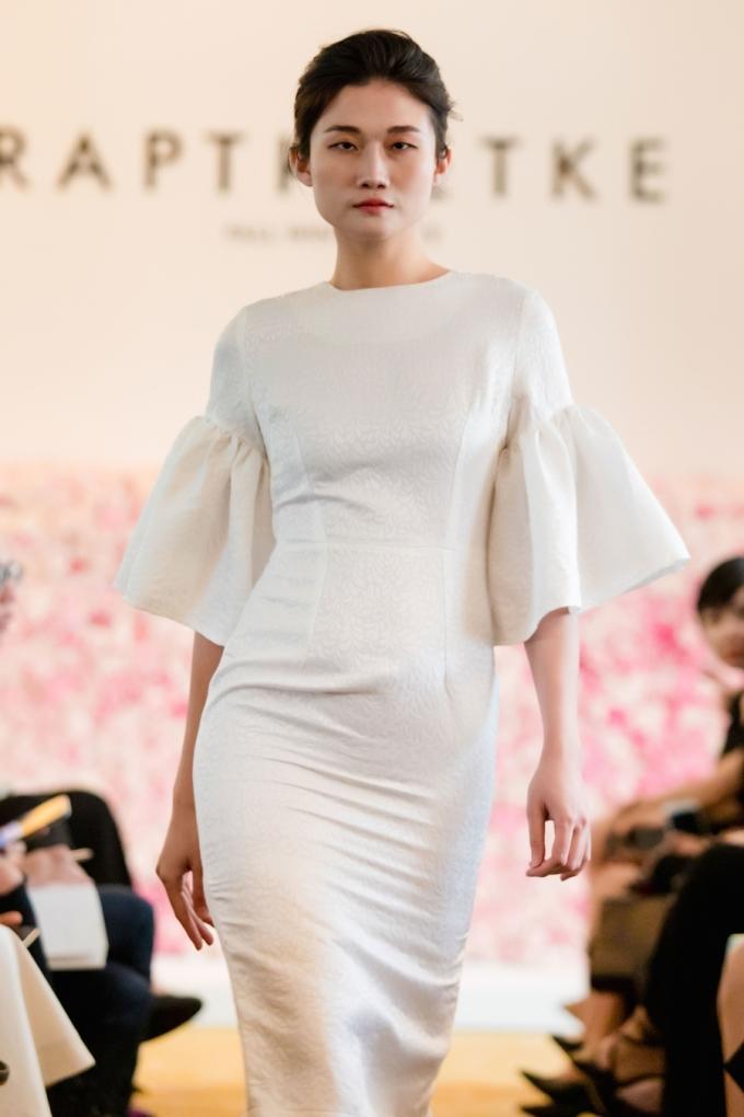 <p> Người mẫu Kha Mỹ Vân được giao thể hiện bộ cánh tối giản nhưng tinh tế.</p>