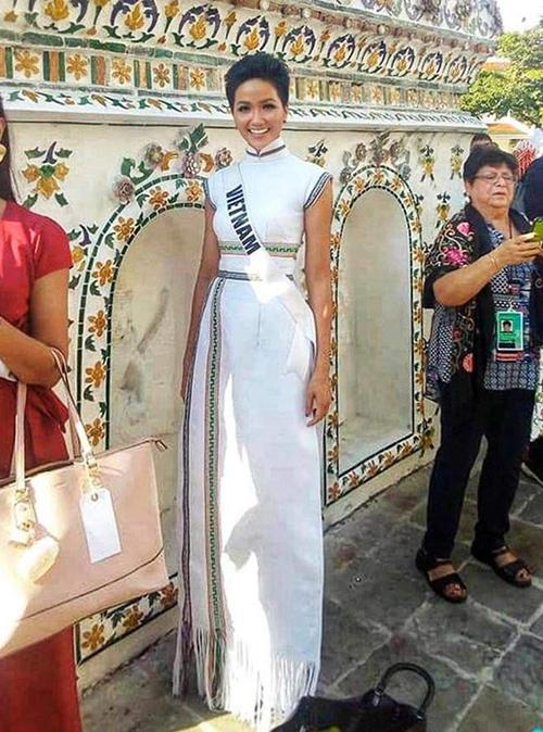 Từ thời điểm thi Miss Universe 2018 ở Thái Lan, HHen Niê đã để lại ấn tượng tốt đẹp nhờ việc thường xuyên mặc đồ thổ cẩm của quê hương.