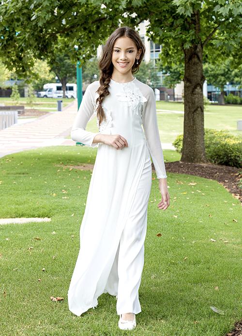 Vì mang trong hình hai dòng máu Việt - Mỹ, Lucy và mẹ vẫn luôn muốn tôn vinh nét văn hóa của quê hương thông qua trang phục áo dài.