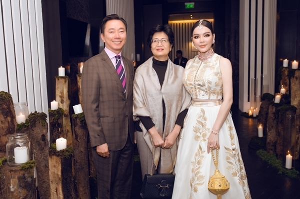 Lý Nhã Kỳ có dịp gặp gỡ ông Phạm Sanh Châu, hiện đang là Đại sứ Việt Nam tại Cộng hòa Ấn Độ kiêm nhiệm Nepal và Bhutan tại tiệc sinh nhật.