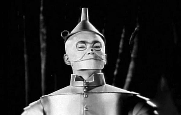 Buddy Ebsen suýt chết vì lớp hóa trang trong The Wizard of Oz.
