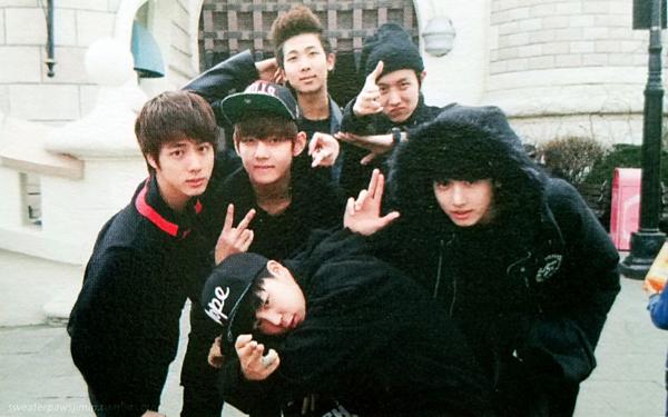 Ngoại trừ Suga vắng mặt do bị đau bụng, 6 thành viên còn lại đã có một buổi đi chơi vui vẻ.