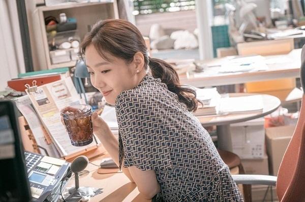 Kim Go Eun xinh đẹp trong phim điện ảnh mới Tune in for Love đóng cùng Jung Hae In. Phim sẽ ra mắt vào 28/8 tại Hàn Quốc.