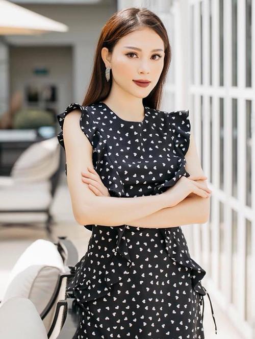 <p> Bạn gái của em chồng Hà Tăng tên thật là Ngô Phương Linh, sinh năm 1993. Với các tín đồ thời trang, Linh Rin không phải là gương mặt xa lạ vì từng thành quán quân cuộc thi The Look 2017, là học trò thuộc đội Phạm Hương.</p>