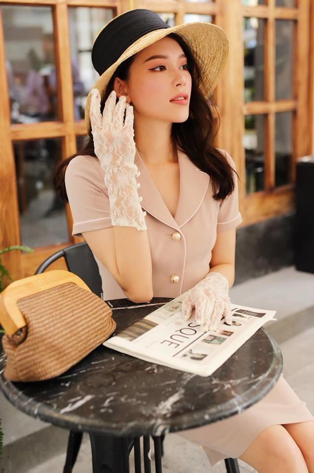 <p> Với thần thái kiêu sa, Linh Rin được nhiều thương hiệu thời trang mời làm người mẫu lookbook. Cô khá đắt show chụp hình cả ở Bắc, Nam.</p>