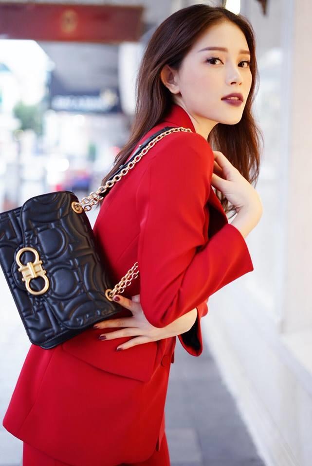 <p> Người đẹp 26 tuổi còn là KOL của một số thương hiệu thời trang, thường xuyên góp mặt trong những sự kiện về thời trang cao cấp.</p>