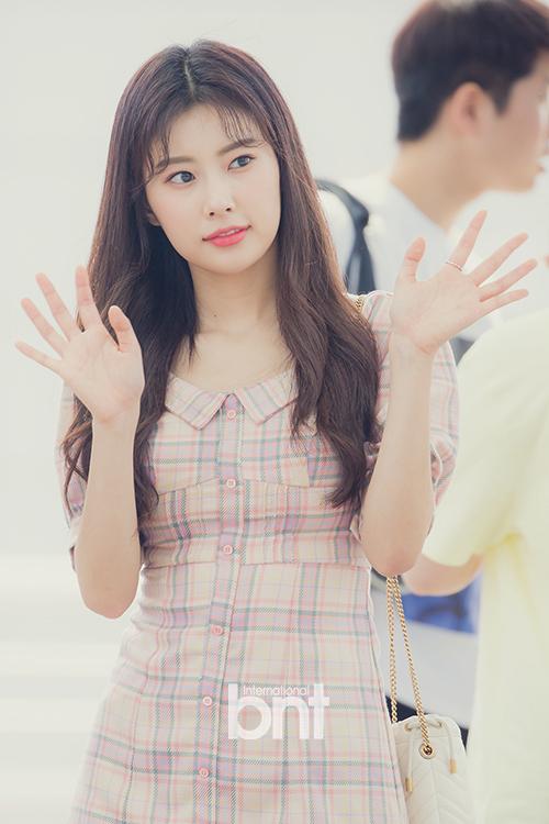 Kang Hye Won đốn tim fan bằng vẻ đẹp nữ tính, ngọt ngào.