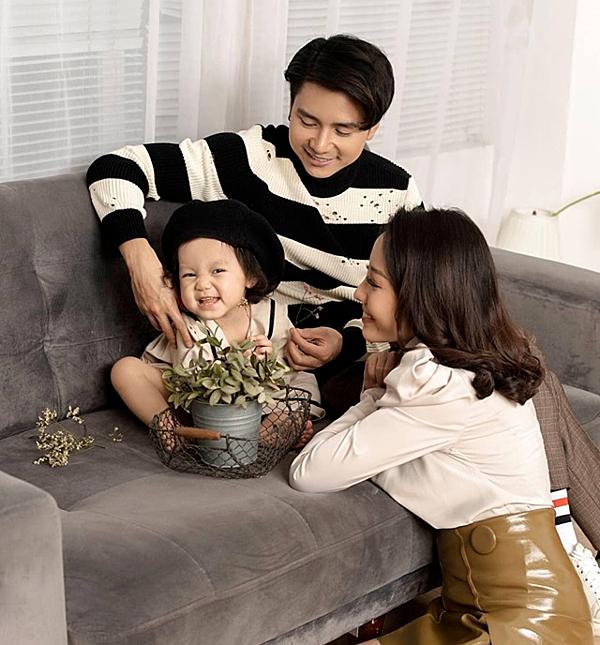 Sau dự án 5S Online, Mạnh Quân tạmngừng hoạt động nghệ thuật. Năm 2017, anh kết hôn với bà xã Kim Lê sau bốn năm hẹn hò. Tháng 5/2017, họ chào đón con gái đầu lòng. Vợ chồng Mạnh Quân chung sống hạnh phúc hơn 2 năm qua.