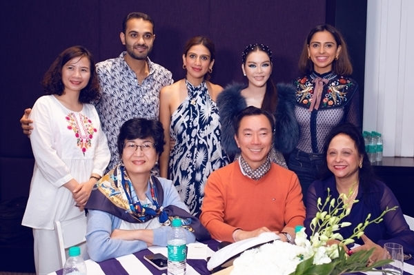Ông Phạm Sanh Châu (áo cam) -Đại sứ Việt Nam tại Cộng hòa Ấn Độ kiêm nhiệm Nepal và Bhutan - cũng có mặt tại tiệc sinh nhật ngày thứ hai.