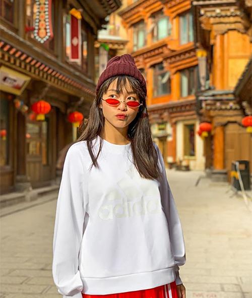 Khả Ngân nhí nhảnh ở Trung Quốc.