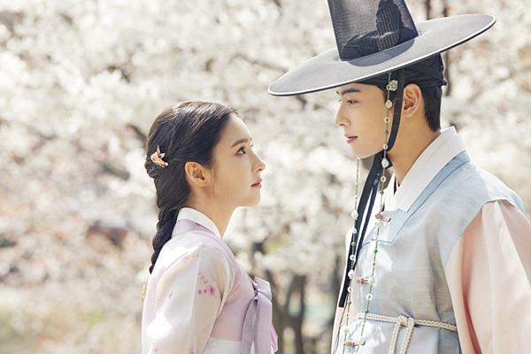 Diễn xuất của 2 diễn viên chính Cha Eun Woo (trái) và Shin Se Kyung không được đánh giá cao.