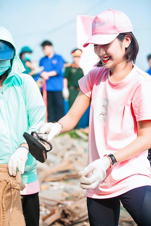 Là những người thường xuyên tiên phong lối sống lành mạnh, thân thiện với thiên nhiên, Phương Ly và Trang Lou rất vui vẻ khi tham gia chiến dịch có ý nghĩa này.