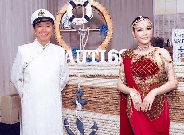 Cô chụp hình cùng ông Phạm Sanh Châu- Đại sứ Việt Nam tại Cộng hòa Ấn Độ kiêm nhiệm Nepal và Bhutan.