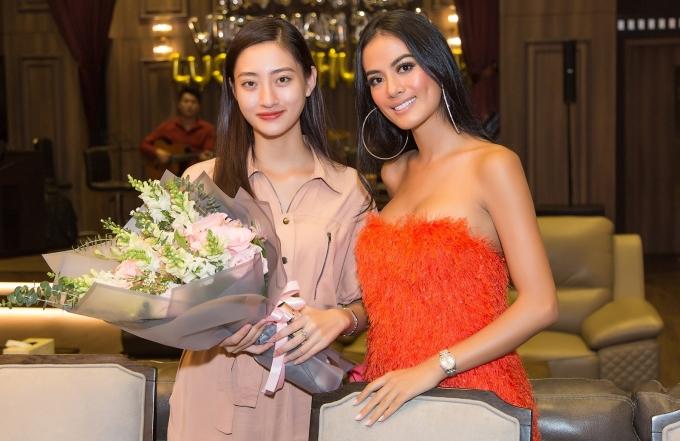 <p> Siêu mẫu Như Vân xuất hiện tại buổi tiệc với phong cách gợi cảm. Cô từng là huấn luyện viên catwalk của Thùy Linh cũng như các thí sinh khác tại Miss World Vietnam 2019.</p>