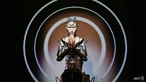 Nhà sư robot tên Kannontại chùa Kodaiji.