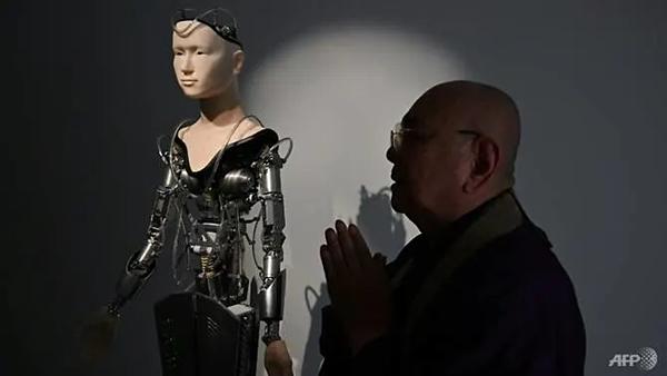Nhà sư nói về robotKannon.