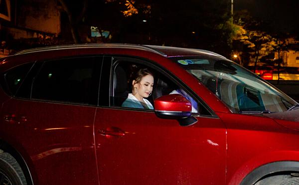 Bảo Thanhsử dụng chiếc SUV Mazda CX-5 có giá gần 1 tỷ đồng. Cô thừa nhận, sau vai Thư trongVề nhà đi con, bản thân nhận được nhiều lời mời hợp tác. Thu nhập của cô cũng tăng nhiều lần so với thời điểm đóng phim Sống chung với mẹ chồng.