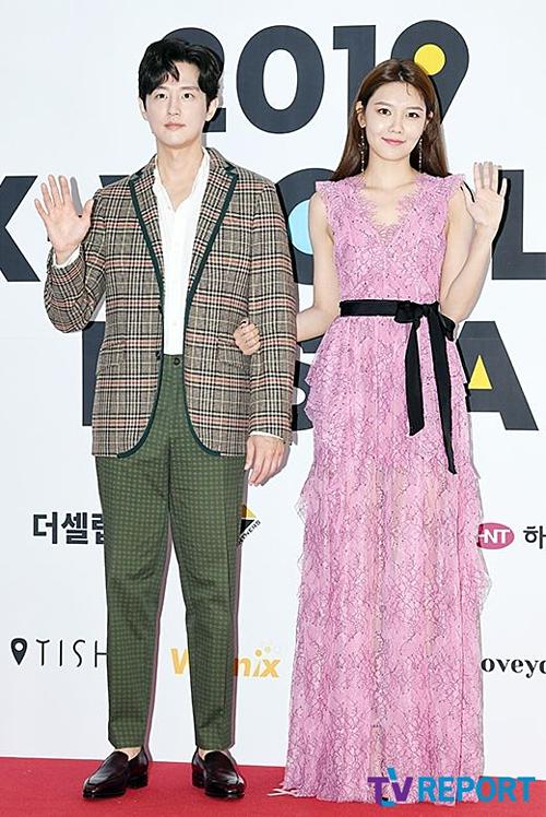 Cựu thành viên SNSD Soo Yong sánh đôi cùng nam diễn viên Kwon Yul.