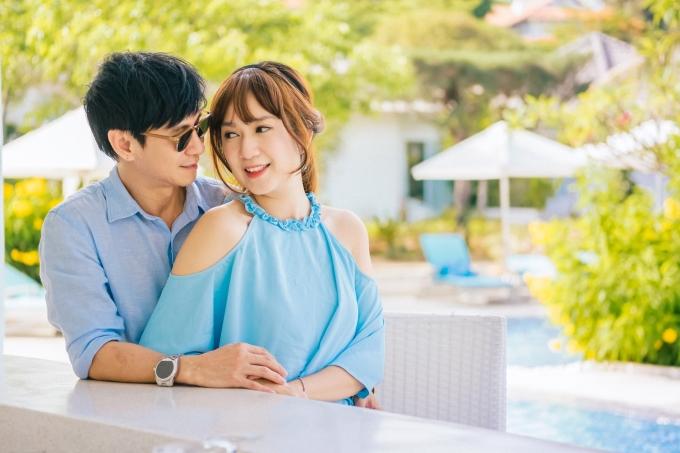 <p> Lý Hải - Minh Hà sống chung gần 10 năm nay. Họ luôn chứng minh sự ngọt ngào, mặn nồng như ngày đầu mới yêu. Hiện cặp đôi có với nhau 4 con, thường xuyên xuất hiện tại các sự kiện của làng giải trí.</p>