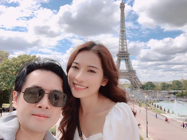 Hai vợ chồng Dương Khắc Linh - Duyên Sara rủ nhau đi trăng mật... lần thứ n ở Paris.