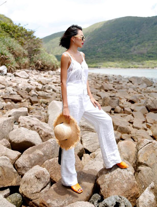 Minh Triệu thả thính: Có ai muốn cùng ra đảo một chuyến không?.