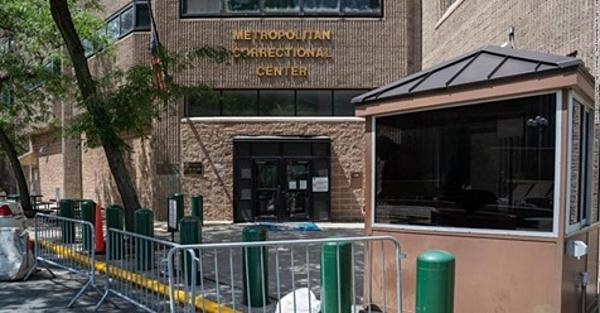 Nhà tù liên bangMetropolitan, nơi giam giữ Jeffrey Epstein.