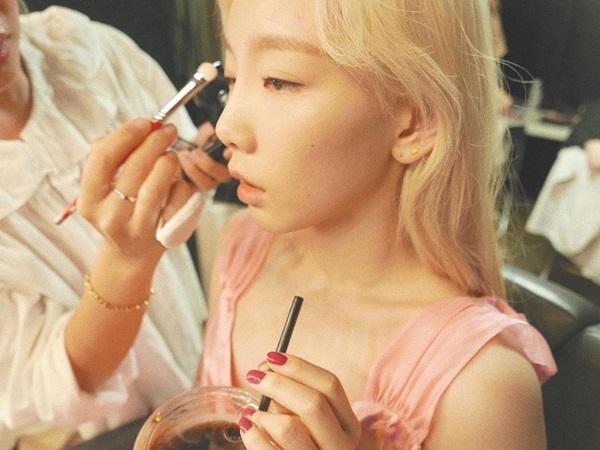Khoảnh khắc đáng yêu của Tae Yeon trong hậu trường.
