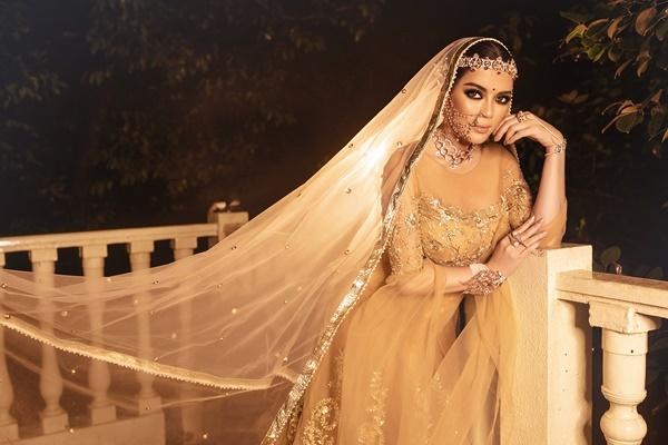 Tiệc sinh nhật tỷ phú Ấn Độ - Nitin Shah - kéo dài một tuần từ hôm 12/8. Lý Nhã Kỳ chọn trang phục truyền thống Ấn Độ trong ngày thứ tư tham dự.