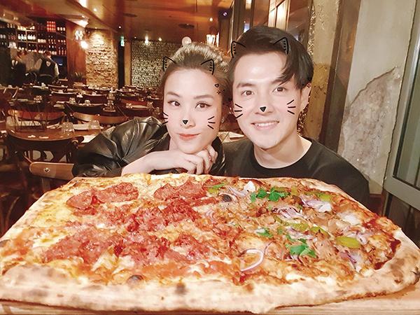 Chân dung nhân vật đã cầu hôn Đông Nhi mà đi ăn pizza với Mai Hồng Ngọc,