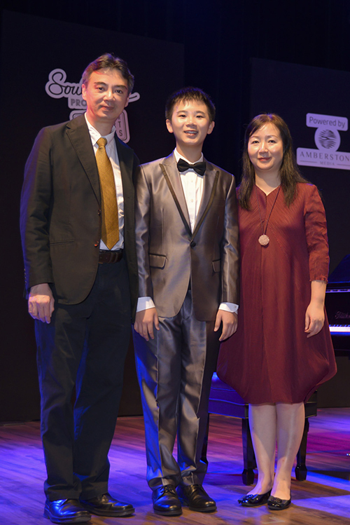 Peter từng giành được nhiều giải thưởng âm nhạc khu vực, quốc tế: Giải nhất (Piano Concerto) tại Liên hoan Âm nhạc các trường học Hong Kong lần thứ 70 (2018); Quán quân cuộc thi International Television Contest for Young Musicians tại Nga (2016); Giải nhất độc tấu piano tại Hong Kong Asia-Pacific Youth Piano Competition...