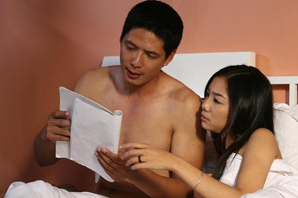 Ammy Minh Khuê (phải) cùng Bình Minh trong một cảnh hậu trường.