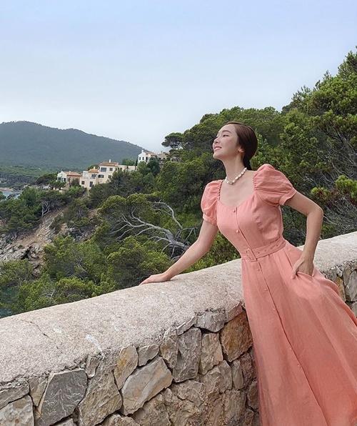Jessica được khen xinh như công chúa khi diện váy dài trang nhã.