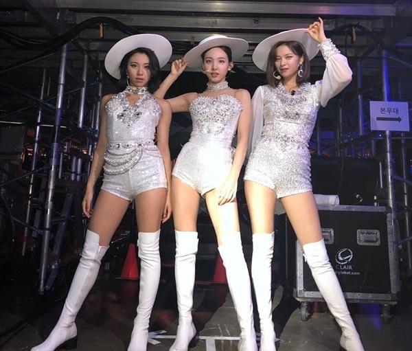 (Từ trái sang) Chae Young, Na Yeon và Jeong Yeon