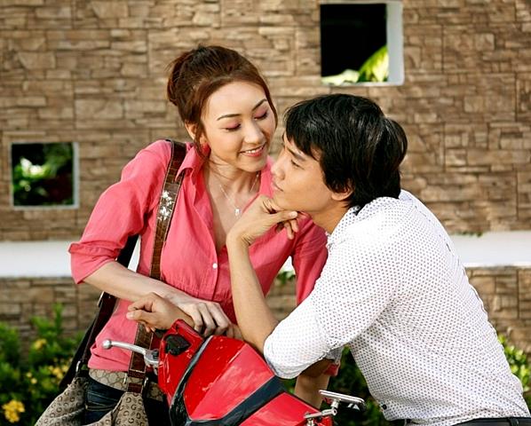 Quốc Trường trong phim Hạnh phúc có thật, được sản xuất năm 2009. Đây là lần đầu tiên anh đóng phim. Anh cùng Ngân Khánh có nhiều cảnh âu yếm. Vẻ ngoài của anh được nhận xét mộc mạc, giản dị.
