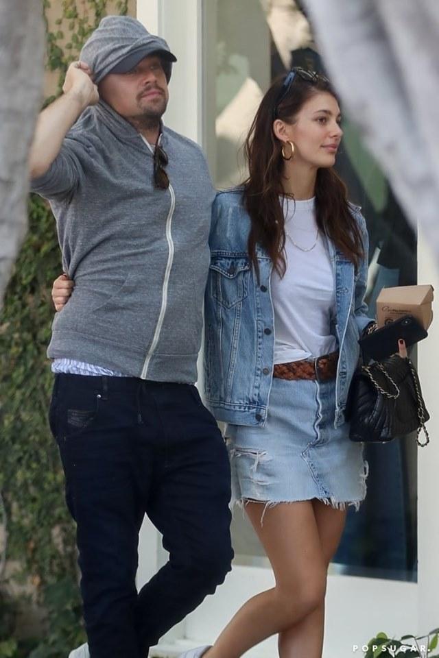 <p> Leonardo và Camila công khai mối quan hệ từ tháng 10/2018. Trải qua gần một năm hẹn hò, cả hai thường xuyên thể hiện tình cảm nơi công cộng. Dù chênh nhau 22 tuổi, họ vẫn đẹp đôi.</p>
