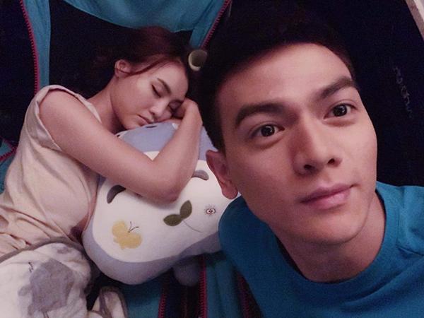 Lê Xuân Tiền chụp lén Lan Ngọc khi đang say ngủ, sau hai ngày quay phim liên tục.
